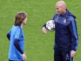 Zidane bem�ht die Historie