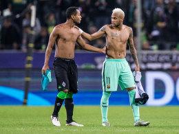 Trikottausch und kurzer Plausch: Die Brasilianer Raffael (l.) und Neymar.