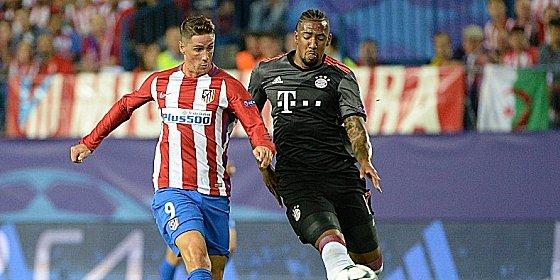 """""""Da müssen wir uns ein Beispiel nehmen"""": Jerome Boateng, hier im Duell mit Fernando Torres."""