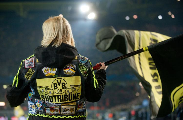 ... in Dortmund vor dem Anpfiff. Glücklich, wer eines der knapp 66.000 Tickets hatte.