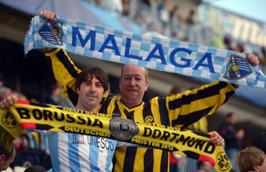 Vor dem Viertelfinalduell in der Champions League zwischen Malaga und Dortmund sangen sich die Fans auf der Tribüne gemeinsam warm.