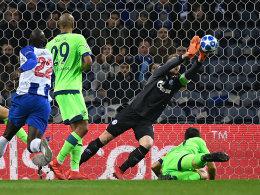Schalke in Porto ohne Chance - und dennoch weiter