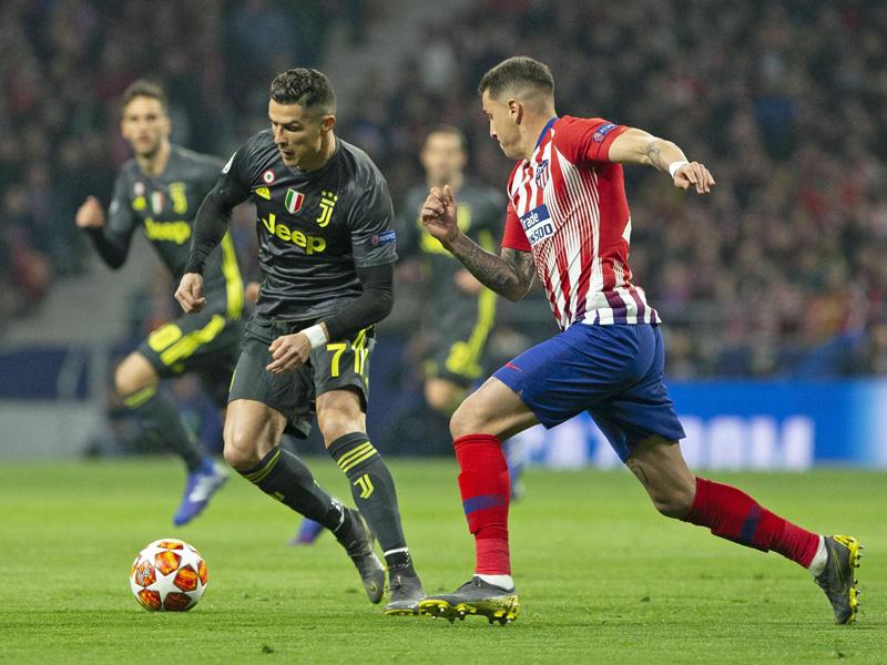 Eng bewacht: Cristiano Ronaldo gegen José Gimenez.