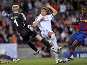 Toure drückt den Ball über die Linie, Neuer (li.) und Bordon sind machtlos.