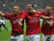 Brown, Kapitän Ferdinand und Vidic feiern den Erfolg