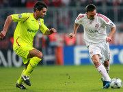 MIt dem Ball am Fuß sprintet Ribery an Toulalan vorbei