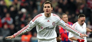 Doppelpack: Miroslav Klose schoss Bayern ins Achtelfinale.