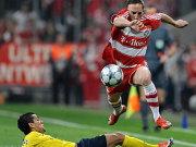 Ribery überspringt Dani Alves.