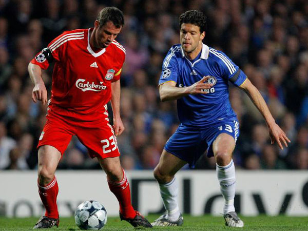 Michael Ballack gegen Liverpools Kapitän Jamie Carragher