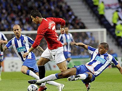 Fernando (re.) gegen Cristiano Ronaldo.