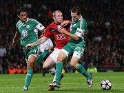 Ricardo Costa und Sascha Riether gegen Wayne Rooney