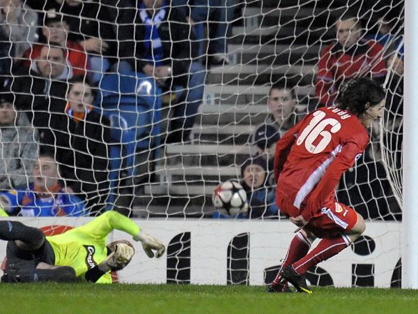 Rudy überwindet Glasgows Keeper McGregor