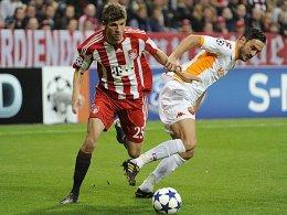 Müller überläuft gegenspieler Cassetti.