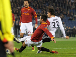 Den brühmten Tick schneller: Mario Gomez trifft in Rom zum 1:0 für den FC Bayern.