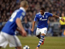 Voll konzentriert zum Ausgleich: Jefferson Farfan (re.) markiert mit einem sehenswerten Freistoß das 1:1 für seine Schalker