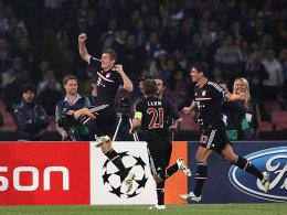 Kroos (li.) freut sich gemeinsam mit Lahm und Gomez über das 1:0
