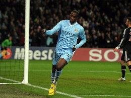 Job erledigt: Yaya Toure dreht nach seinem Treffer zum 2:0 jubelnd ab