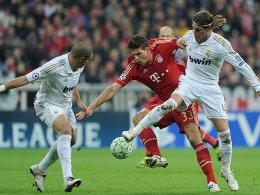 Madrids Pepe und Sergio Ramos (re.) gegen Gomez