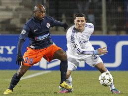 Schalkes Kolasinac (re.) Duell mit Camara