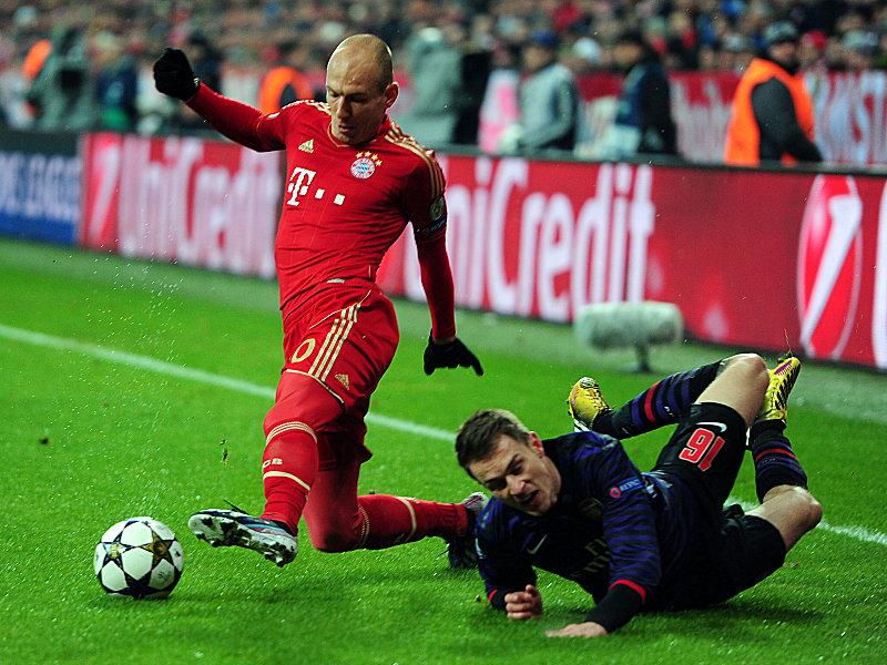Bayerns Robben lässt Ramsey (re.) stehen