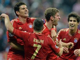 Weiter, immer weiter: Bayerns Spieler nach dem 1:0 - München dominiert barcelona und steht mit einem Bein im Finale der Champions League.
