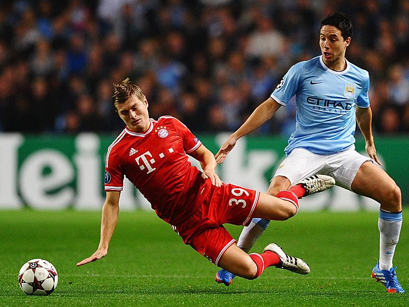 Bayerns Toni Kroos und Samir Nasri (re.)