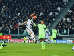 Gegenspieler abgeschüttelt, perfekt abgenommen und vollstreckt: Juves Mario Mandzukic trifft zum 1:0.