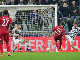 Müller netzt zum 1:0 für die Bayern ein