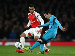 Lionel Messi wird von Arsenals Francis Coquelin bewacht.