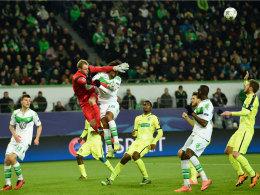 Gents Keeper Sels gegen Wolfsburgs Dante