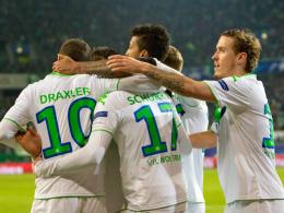 Die Spieler des VfL Wolfsburg jubeln über das 1:0 von André Schürrle.