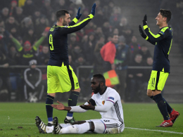 Arsenal springt durch Paris-Patzer auf Rang eins