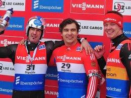 Mal nicht in der Bildmitte: Felix Loch (re.) strahlte trotz Platz 3 in Sigulda, Albert Demchenko gewann vor Armin Zöggeler (li.).