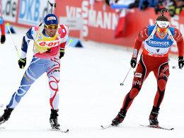 Martin Forucade (li.) muss sich Emil Hegle Svendsen geschlagen geben.