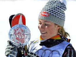 Mikaela Shiffrin freut sich über den Sieg in Lenzerheide und den Gewinn der Slalom-Kugel.