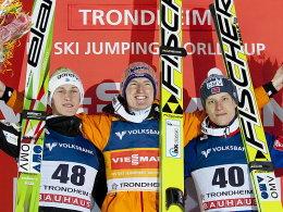 Peter Prevc, Severin Freund, Rune Velta (v.li.)