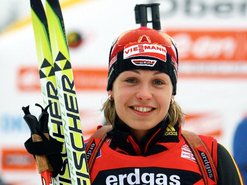 5. Januar 2007 - der erste Weltcup-Sieg: Mit 19 Jahren gelingt Lena der ganz große Durchbruch in Oberhof. Mit 17 Sekunden Vorsprung auf Teamkollegin Andrea Henkel schnappt sie sich Platz eins im Sprint.