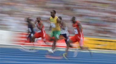 Usain Bolt sprintete über 100 Meter auf und davon - zum WM-Titel und Weltrekord.