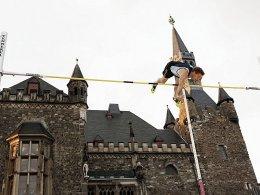 Ein neuer Kaiser in Aachen: Björn Otto schaffte vor historischer Kulisse 6,01 Meter.