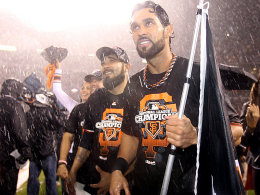 Dancing in the rain ...: Angel Pagan (Center Field) feierte mit den San Francisco Giants den Finaleinzug ausgelassen.