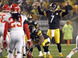 """Ist nach einem Sack an der rechten Wurfschulter verletzt: """"Big Ben"""" Roethlisberger von den Pittsburgh Steelers."""