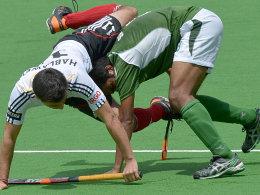 An erfahrenen Pakistanis gescheitert: Patrick Hablawetz wird hier von Shafqat Rasool attackiert.