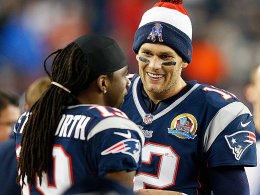 Drei Kinder, vier Touchdown-Pässe: Bei Tom Brady läuft es prima. Links Teamkollege Donte Stallworth.
