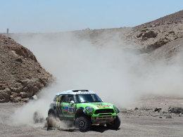 Stéphane Peterhansel ist bei der Rallye Dakar auf Kurs Titelverteidigung.
