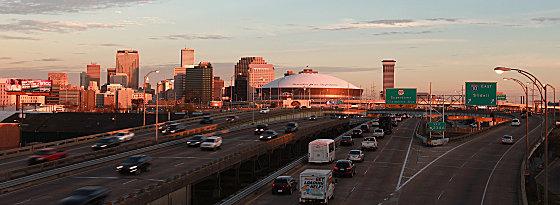 Der Superdome in New Orleans begrüßt die Fans der 49ers und Ravens zum großen Endspiel.