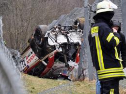 Schrott: Das Wrack von Jann Mardenboroughs Nissan GT3.