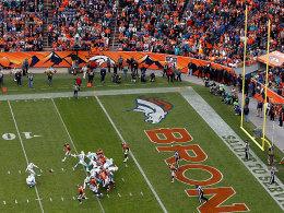 K�nftig wird es nicht mehr so leicht: der Kick zum Extrapunkt in NFL-Spielen.