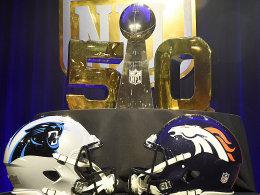 Wer sichert sich die begehrte Vince Lombardi Trophy? Die Carolina Panthers (links) oder die Denver Broncos (rechts)?
