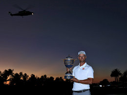 Triumphbild mit Helikopter: Adam Scott nach seinem Sieg in Miami.