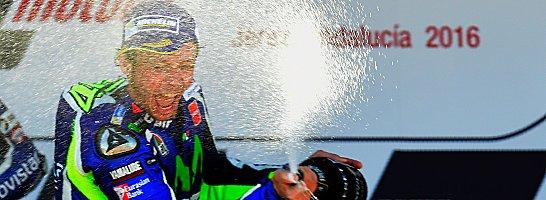 Strahlemann: Valentino Rossi bei der Siegerehrung.